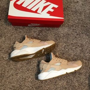 WMNS AIR HUARACHES RUN